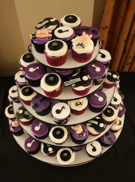 Cake With Cupcakes On Top : Cupcake Gallery - Cakes On Top